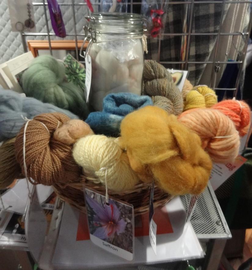 Yarn solar dyeing